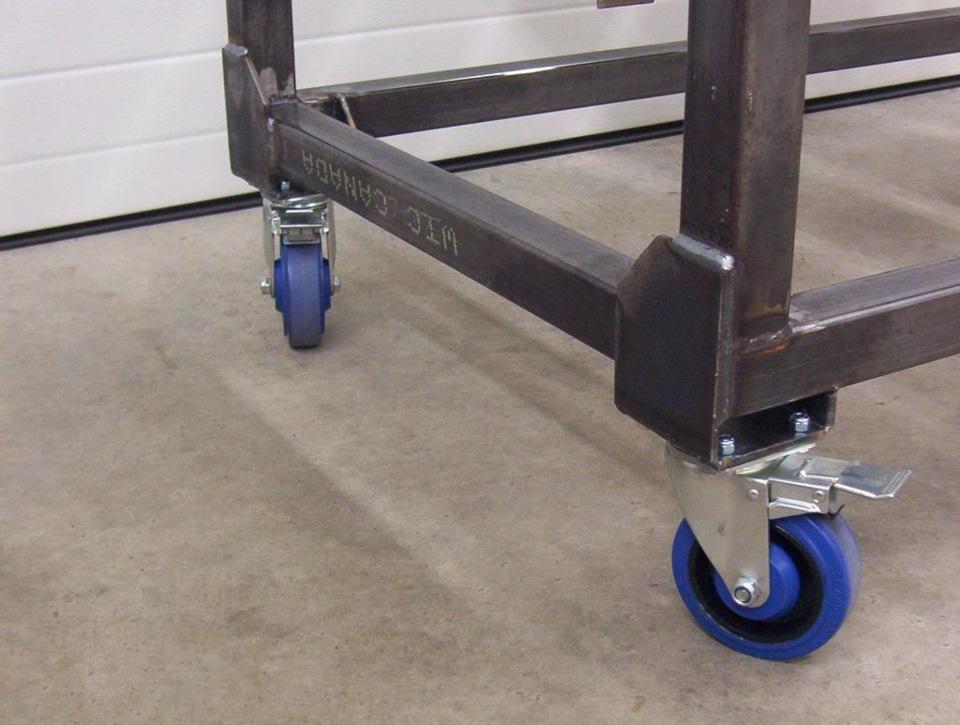 Колёсики потребуются для мобильного стола, если планируется часто его перемещать