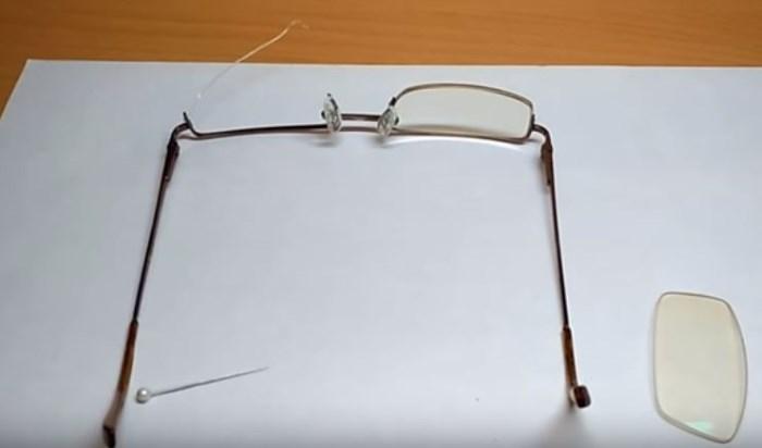 Частая причина поломки очков – дефект лески, поддерживающей стекло в полуободковой раме