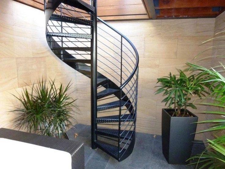 Лестницы винтового типа смотрятся красиво и не занимают много места