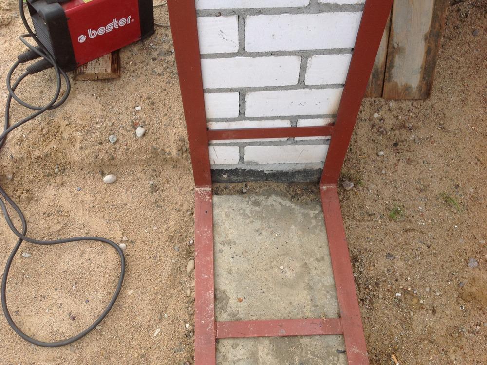 Установка ворот в гараж начинается со сборки внешнего и внутреннего каркаса