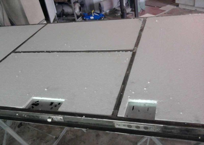 Утеплять входную металлическую дверь лучше всего пенопластом толщиной 40 мм