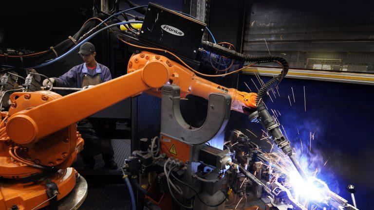 Сварочный робот: что такое, особенности и применение