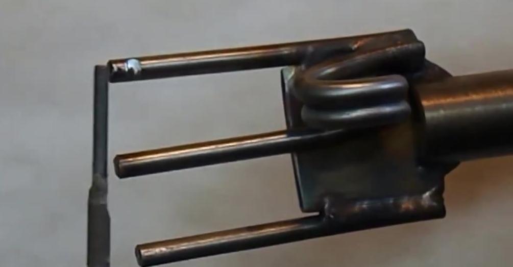 Самодельный держак-трезубец с пружиной