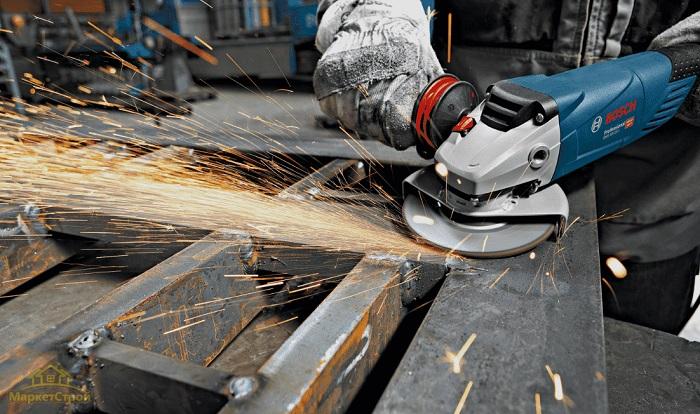 Зачистка швов проводится при помощи болгарки либо других шлифовальных машин