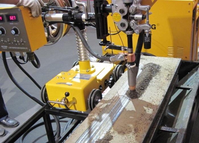 Сварочный трактор для автоматической сварки под флюсом