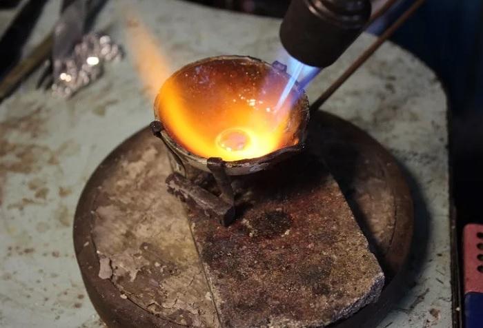 Температура плавления золота зависит от пробы