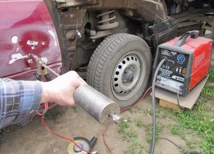 Для удобства при работе споттером часто используется обратный молоток